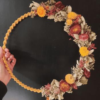 couronne macramé fleurie
