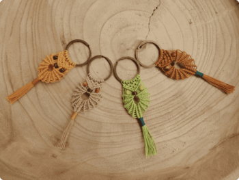 porte clés en micro macramé en forme de chouette