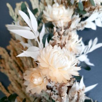 Rosarum_couronne-bambou-fleurs-sechees-_tons-naturels_details-fleurs